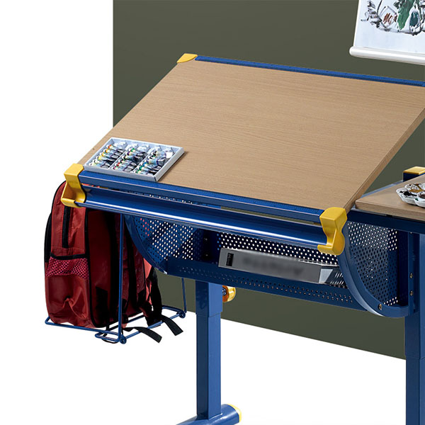 Adjustable drafting table